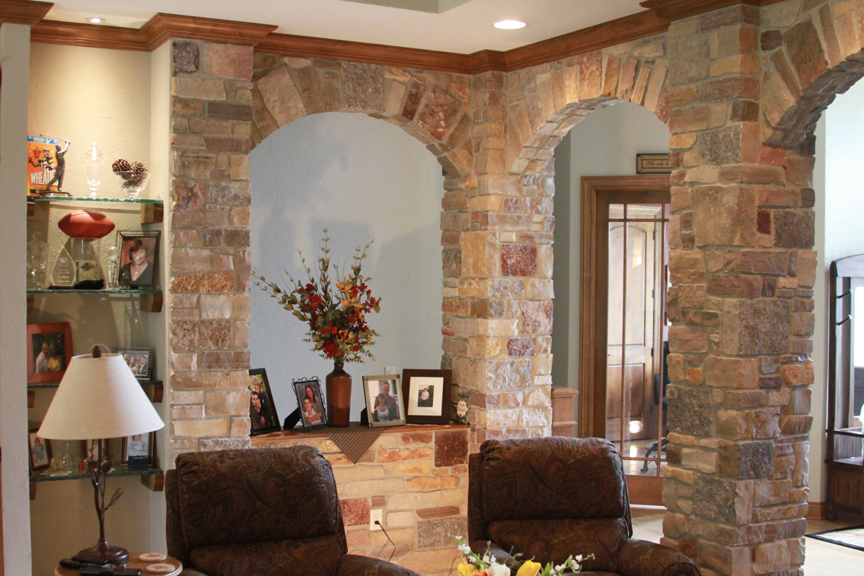 Great Room Stone Columns And Arches Anthony Thomas Builders Anthony Thomas Builders